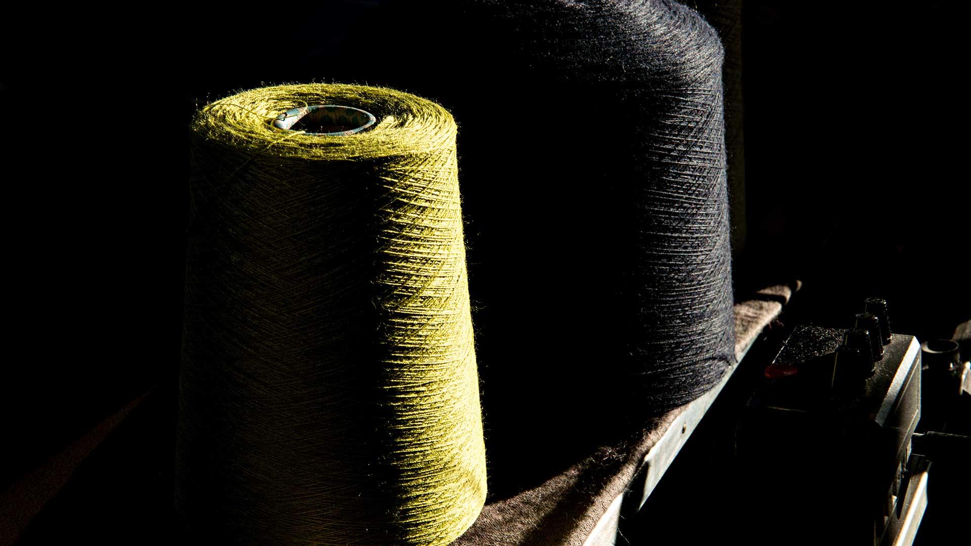 Colle e adesivi professionali per il settore tessile